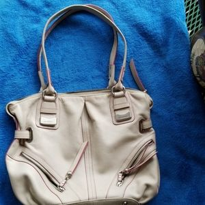 B Makowsky white leather purse with pink trim